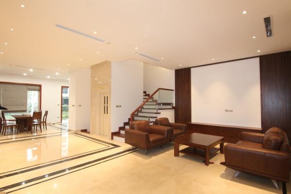 Biệt thự cho thuê Vinhomes Riverside 4 phòng ngủ có thang máy