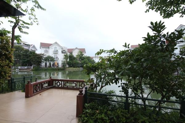 Thuê biệt thự đơn lập Vinhomes Riverside phong cách tân cổ điển
